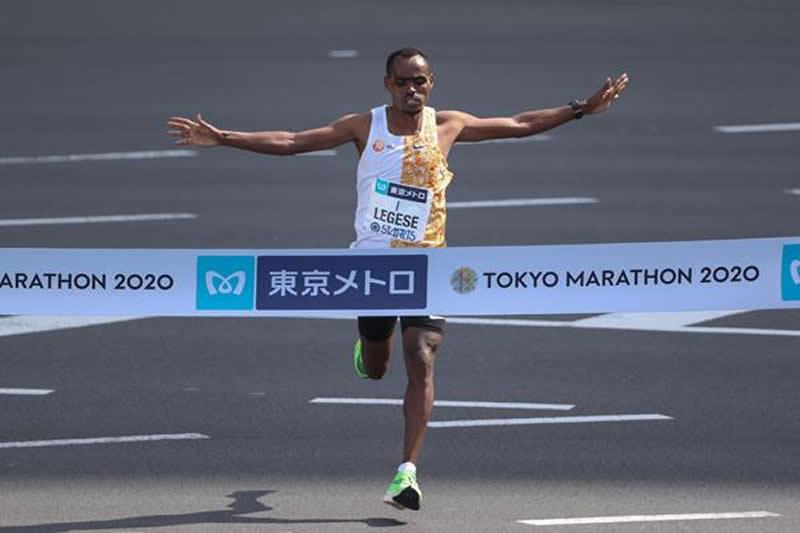 Legese conserva la corona del maratón de Tokio