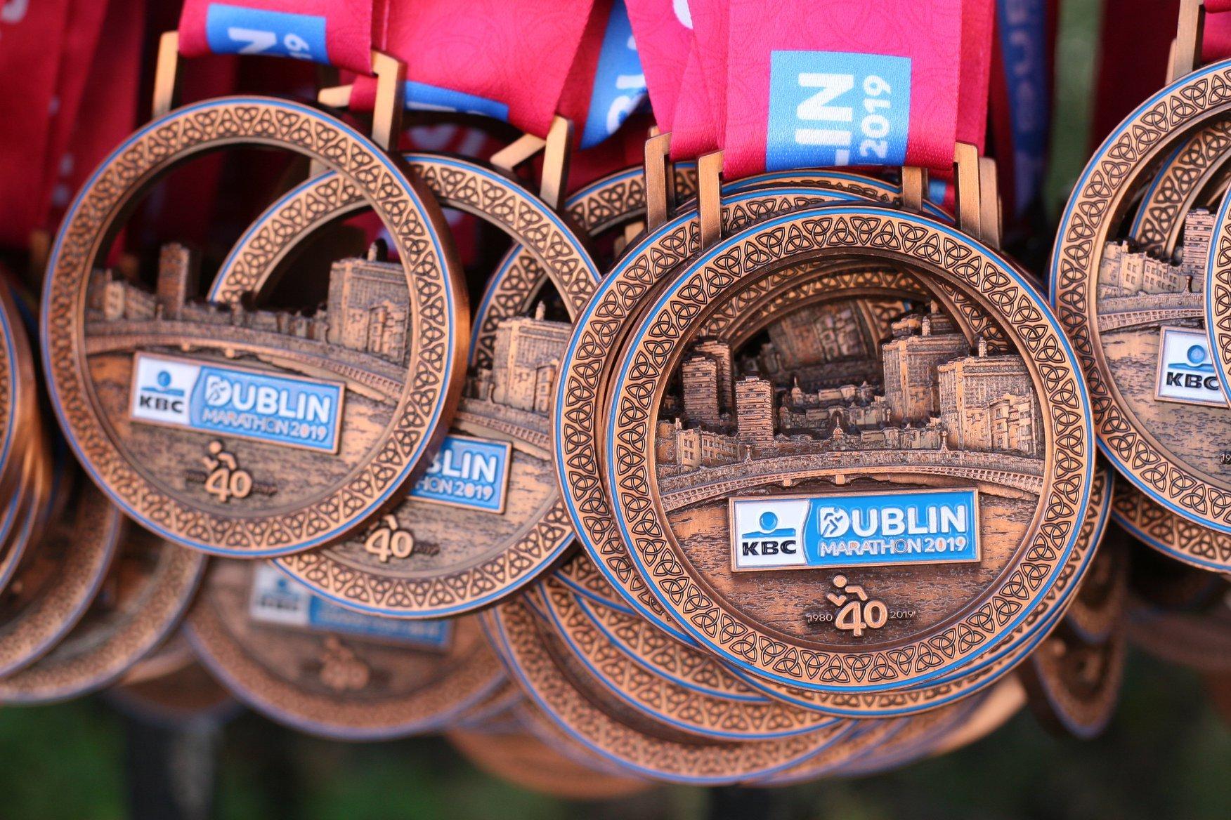 La imagen tiene un atributo ALT vacío; su nombre de archivo es medalla-Maratón-de-Dublín.jpg