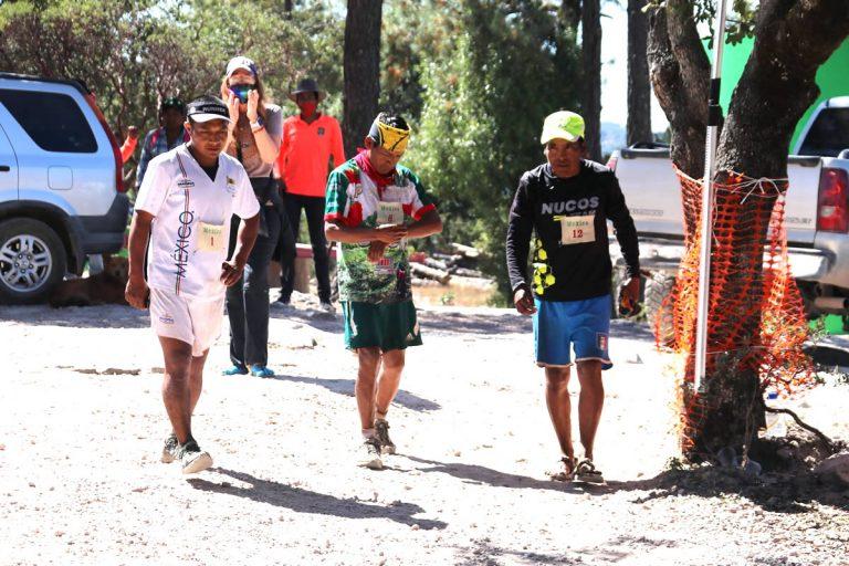 Tarahumaras corren 428 kilómetros en el Big Dog´s Backyard Ultra 2020