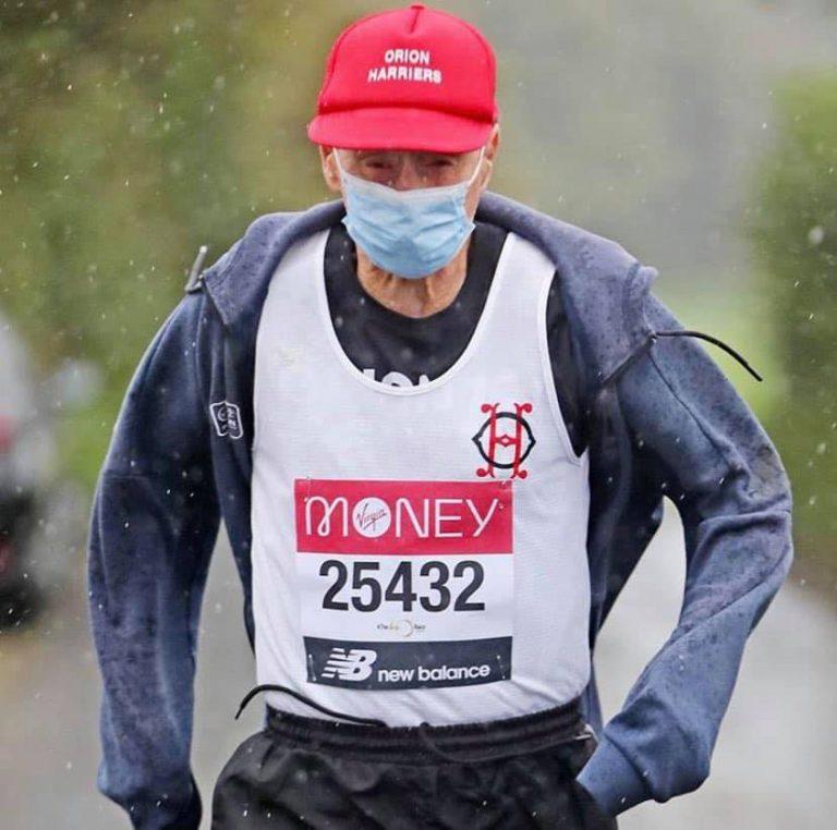 Ken Jones termina su 40º Maratón de Londres con 87 años