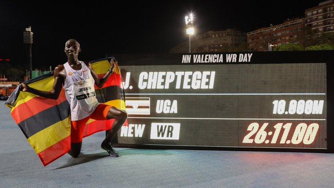 Joshua Cheptegei obtiene el récord del mundo de los 10.000 metros